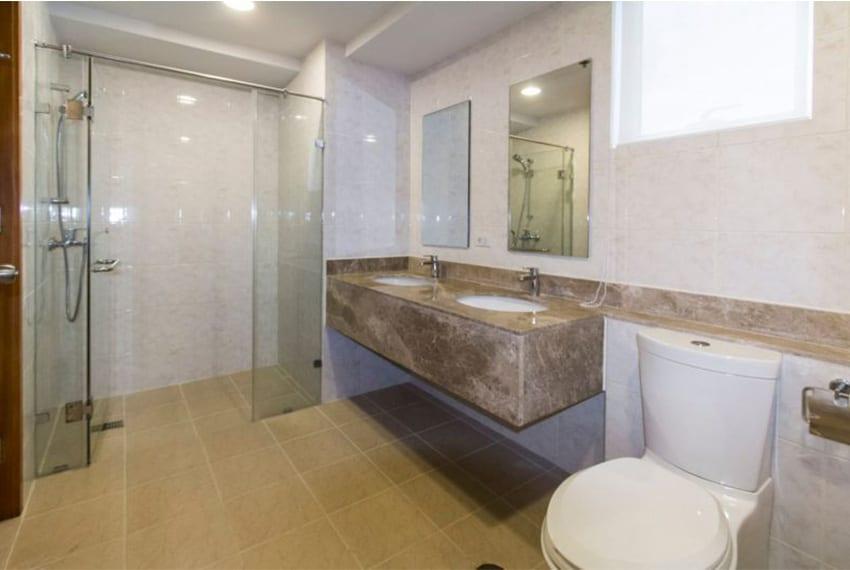 marco-polo-tower-1-toilet