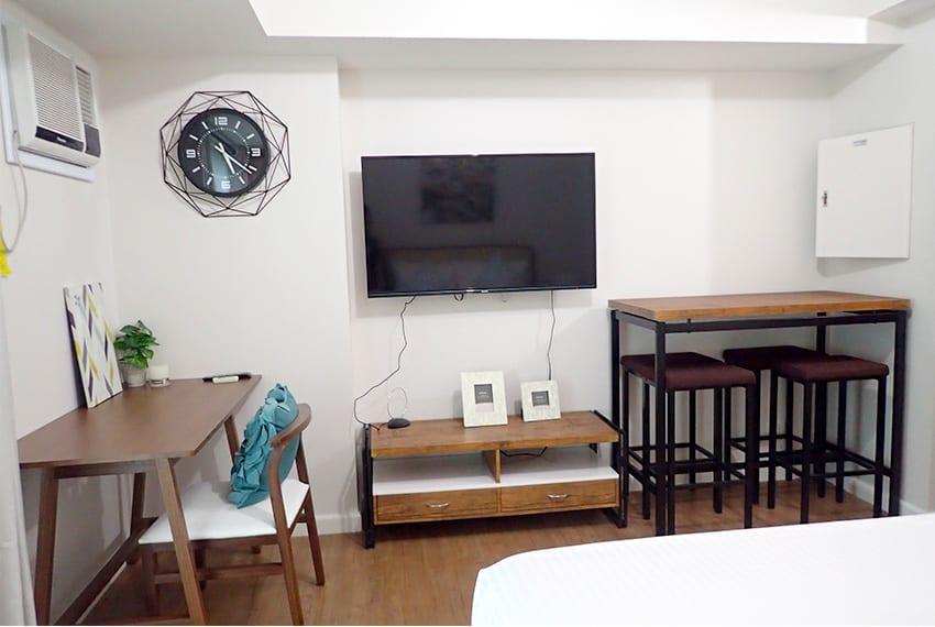 solinea-studio-for-rent-tv