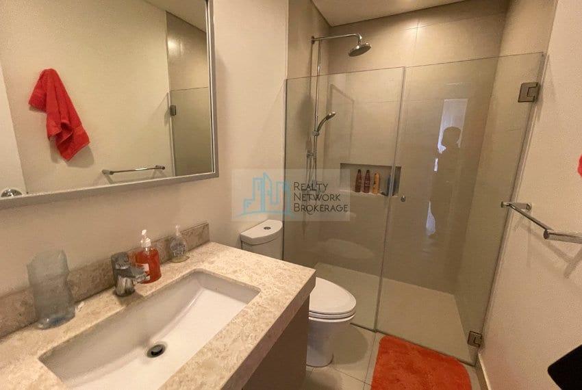 2-bedroom-in-32-sanson-rockwell-cebu-for-sale-bathroom&toilet
