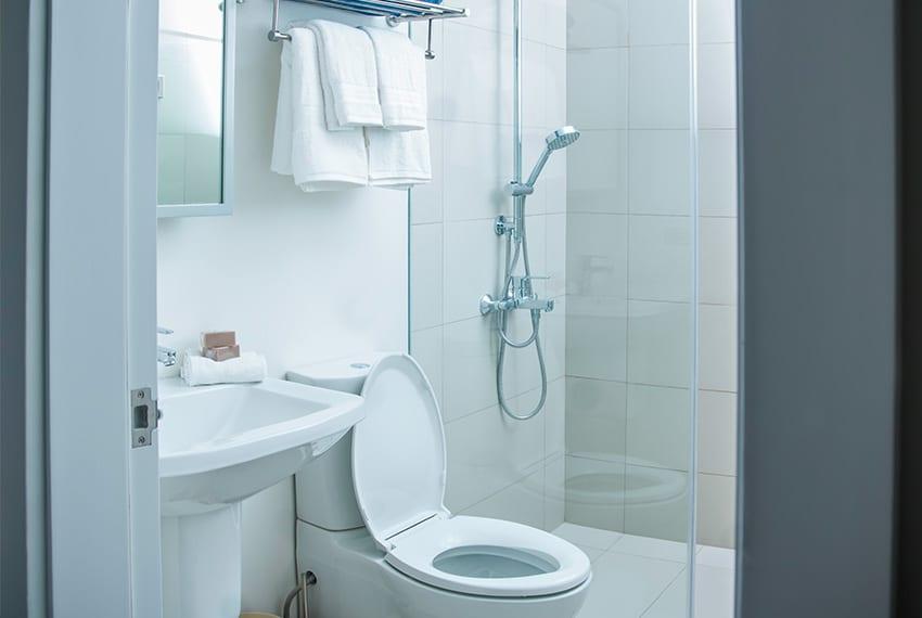 32-sanson-for-rent-guest-bathroom