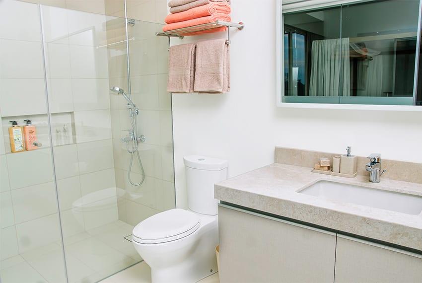 32-sanson-for-rent-masters-toilet