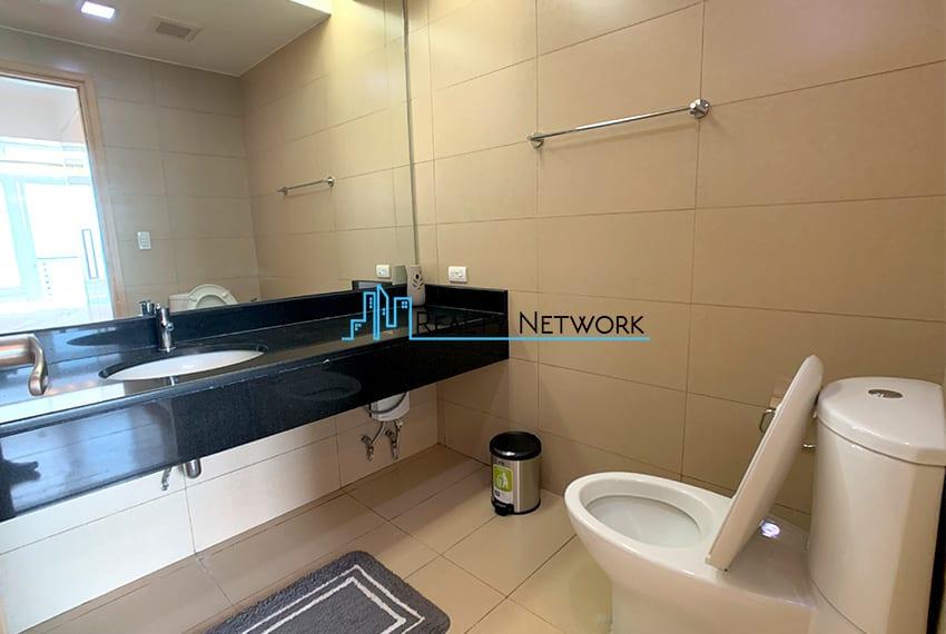1016-2-bedroom-for-rent-masters-bathroom