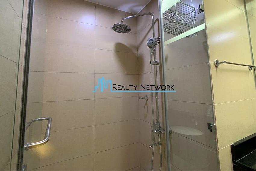 1016-2-bedroom-for-rent-masters-shower