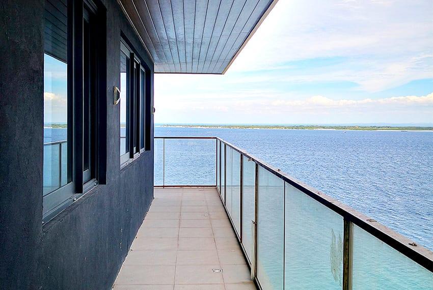2-bedroom-the-reef-mactan-corner-view