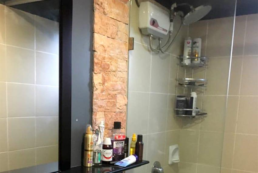 avida-2-bedroom-for-rent-shower