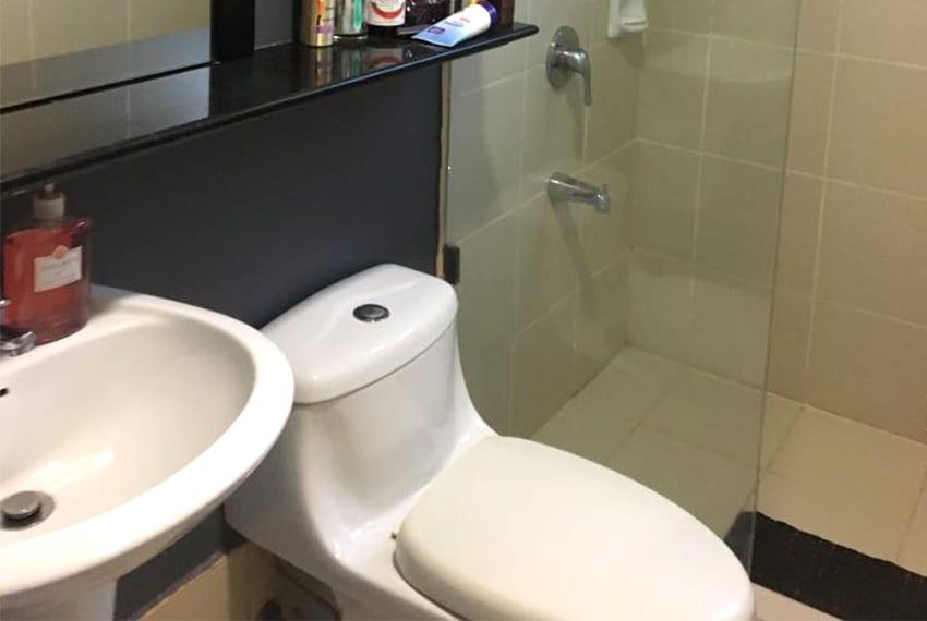 avida-2-bedroom-for-rent-toilet