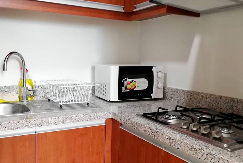 marco-polo-1-bedroom-corner-unit-kitchen