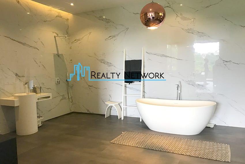 maria-luisa-luxury-house-for-sale-bathroom-4