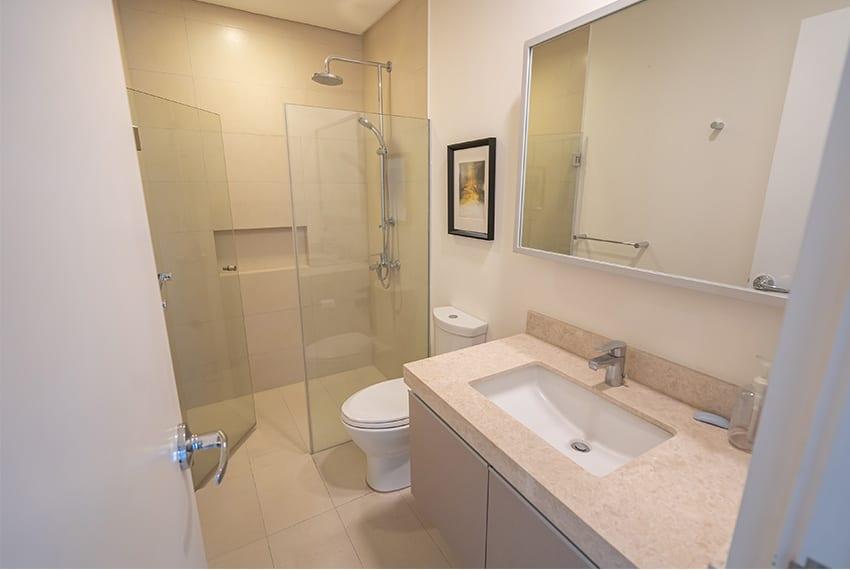 2-bedroom-gmelina-32-sanson-for-rent-bathroom
