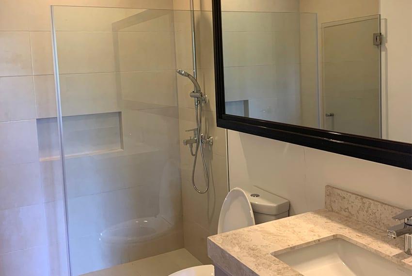 32-sanson-2-bedroom-gmelina-for-rent-bathroom