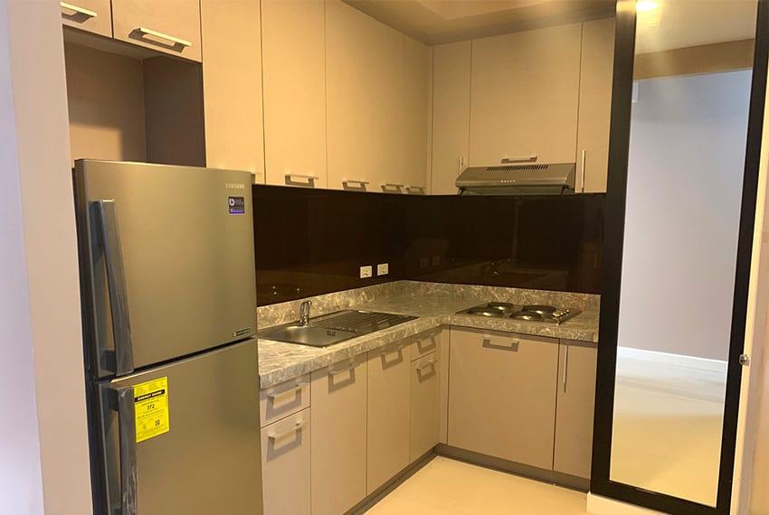 32-sanson-2-bedroom-gmelina-for-rent-kitchen