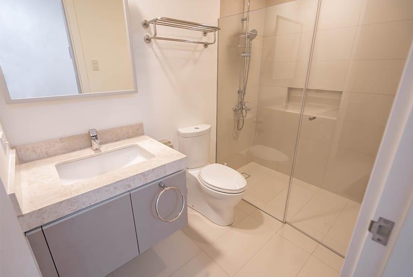 32-sanson-buri-1-bedroom-for-rent-toilet