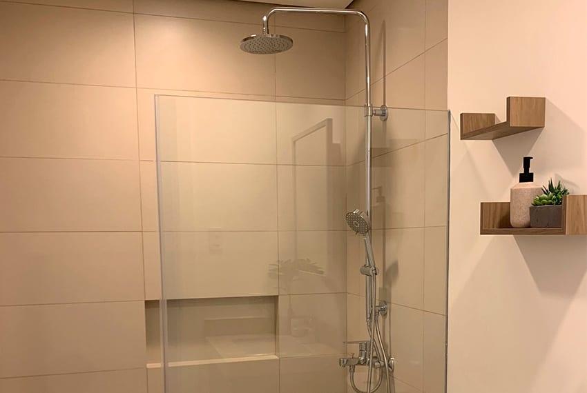 32-sanson-studio-for-rent-shower
