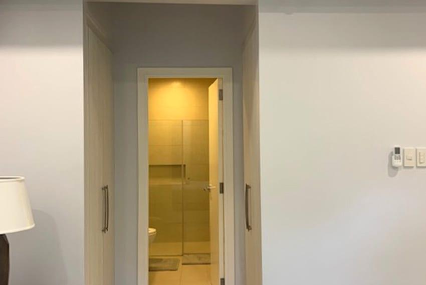 32sanson-raffia-2-bedroom-for-rent-masters-closet