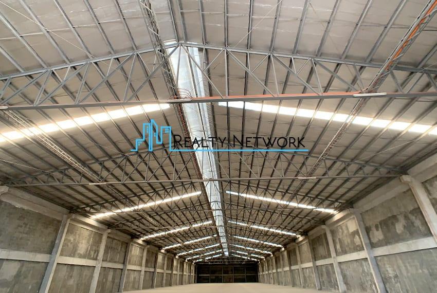 4000-sqm-warehouse-in-paknaan-mandaue-for-rent-center-ceiling