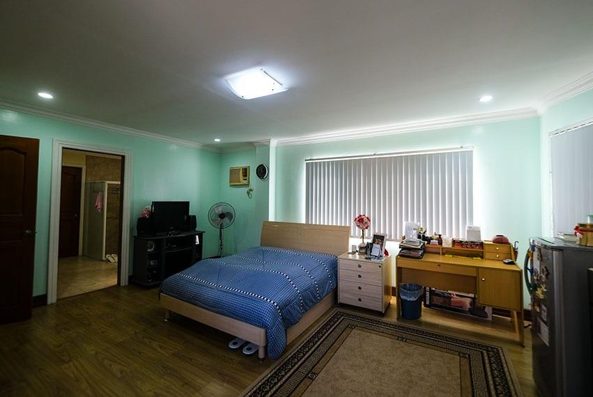 garnetville-house-for-sale-2nd-bedroom-facing-bathroom