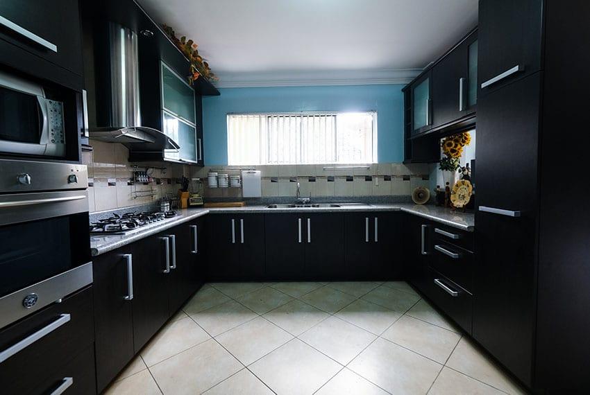 garnetville-house-for-sale-clean-kitchen