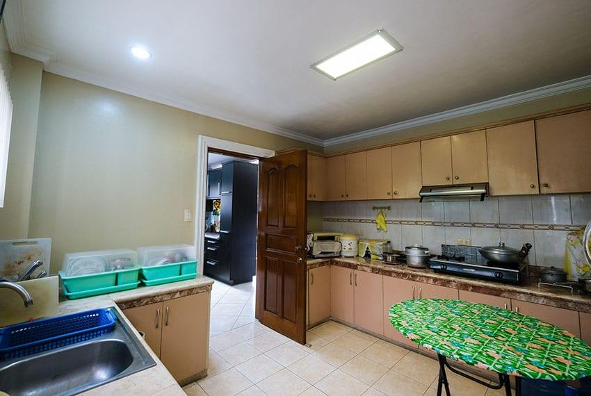 garnetville-house-for-sale-dirty-kitchen