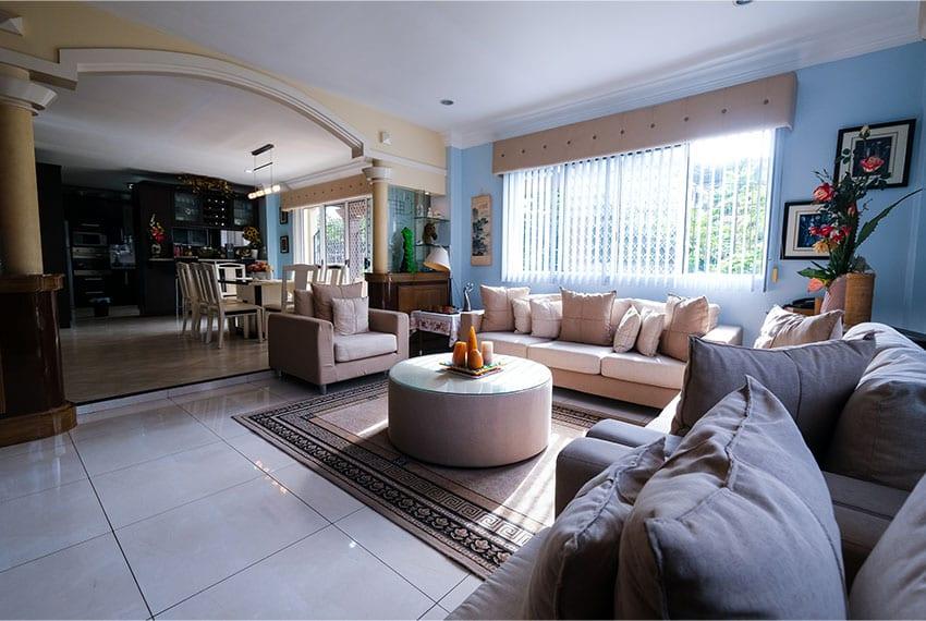 garnetville-house-for-sale-living-entrance