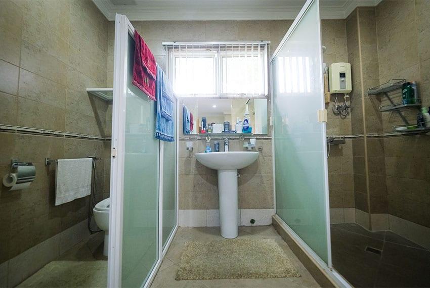 garnetville-house-for-sale-masters-bathroom