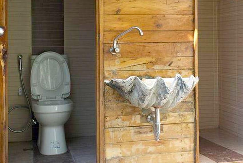 oslob-beach-house-for-sale-common-toilet