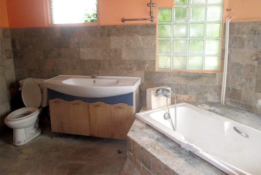 paradise-village-house-for-sale-bathroom