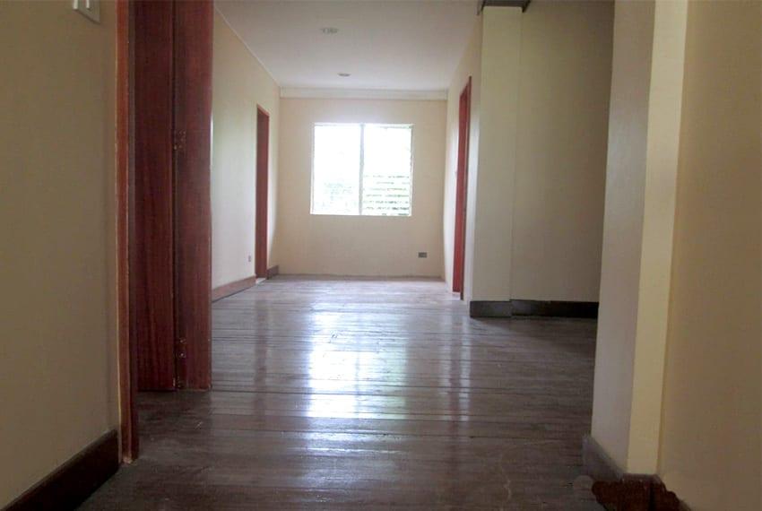 paradise-village-house-for-sale-hallway
