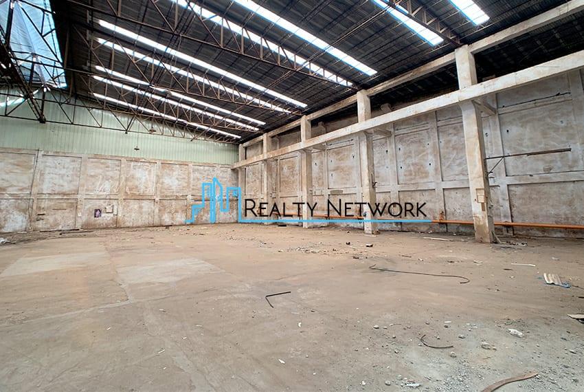 warehouse-for-rent-in-mandaue-inner-warehouse-entrance-right