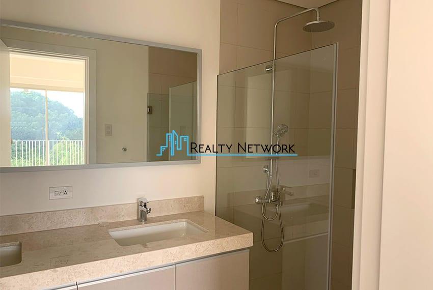 3-bedroom-in-32-sanson-rockwell-for-sale-bath