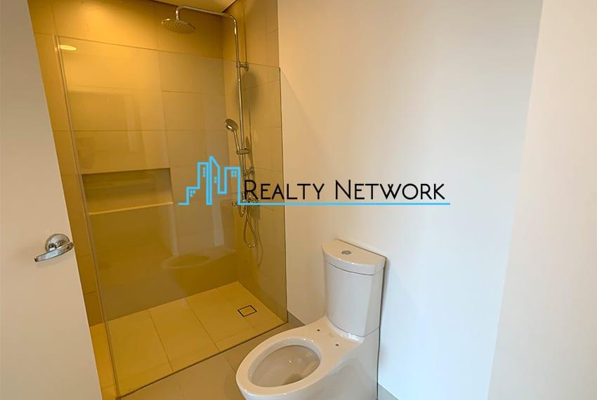 32-sanson-1-bedroom-executive-for-sale-toilet