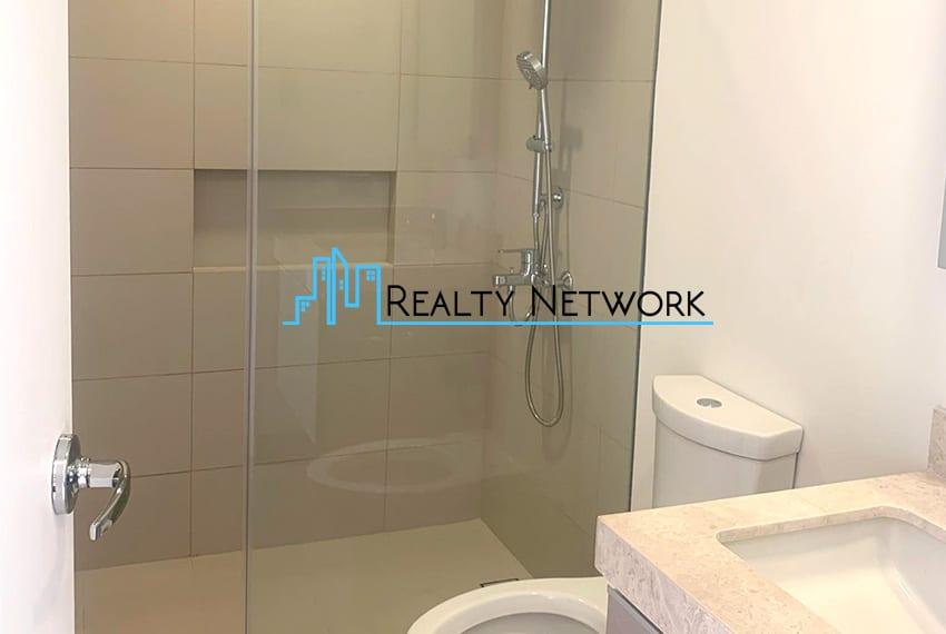 32-sanson-buri-studio-for-sale-bathroom