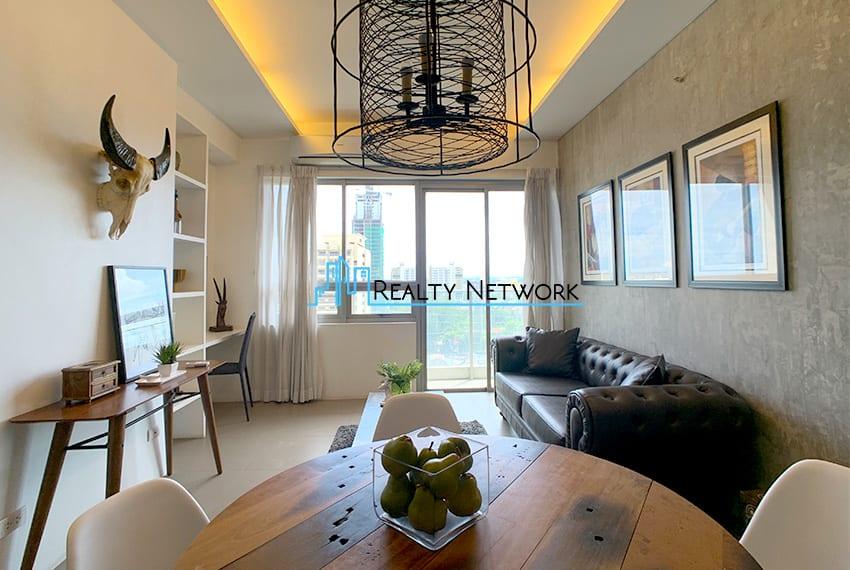 interiored-condo-in-it-park-cebu-dining-table