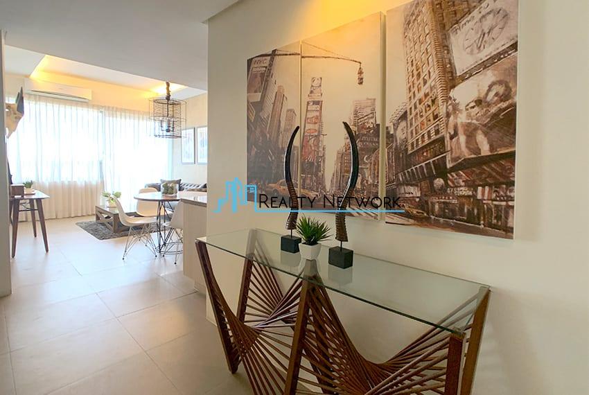 interiored-condo-in-it-park-cebu-foyer
