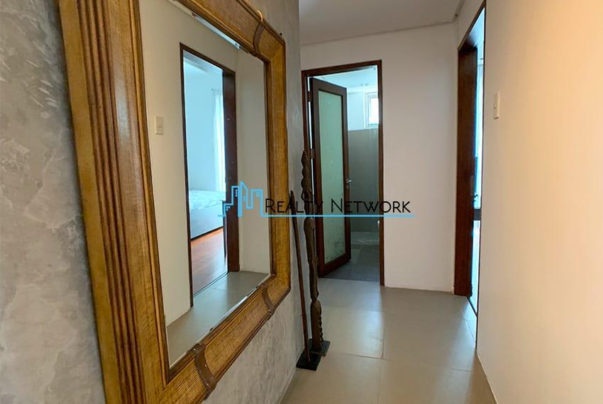 interiored-condo-in-it-park-cebu-hallway