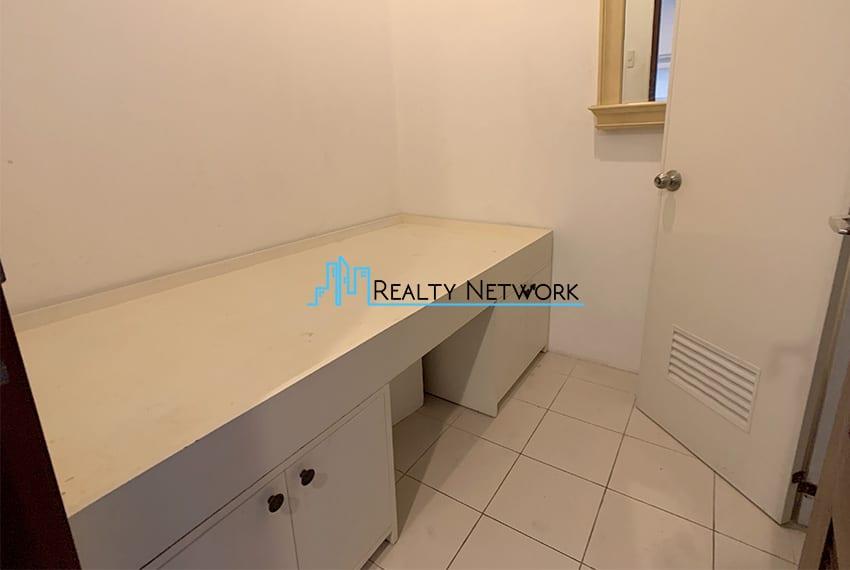 interiored-condo-in-it-park-cebu-maids-room