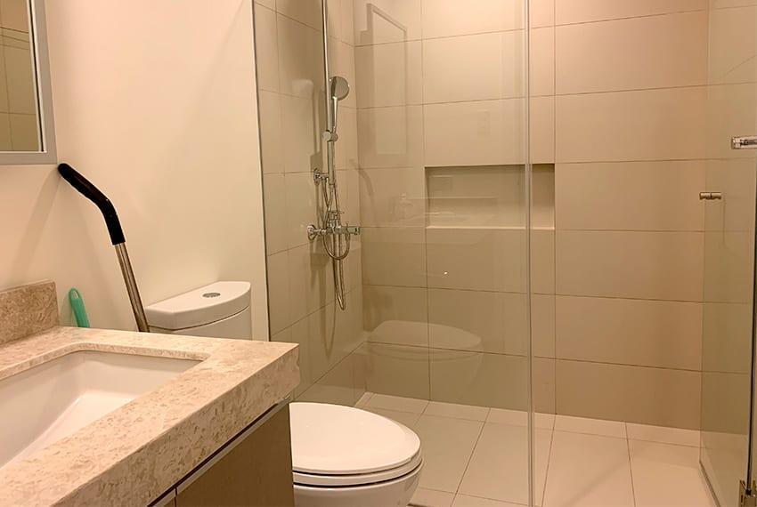 studio-for-rent-in-32-sanson-rockwell-lahug-cebu-bathroom