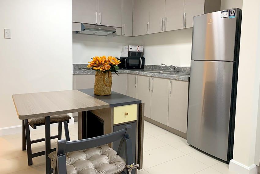 studio-for-rent-in-32-sanson-rockwell-lahug-cebu-kitchen
