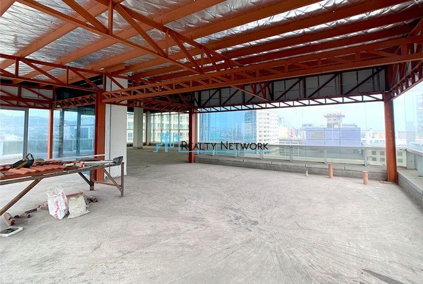 bare-office-space-near-ayala-cebu-business-park-for-rent-entrance
