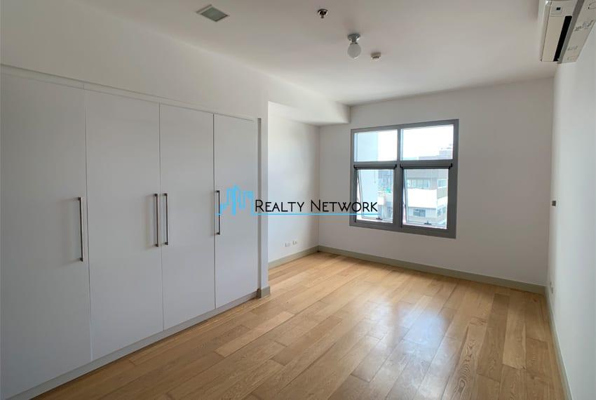high-floor-2-bedroom-parkpoint-for-sale-bedroom