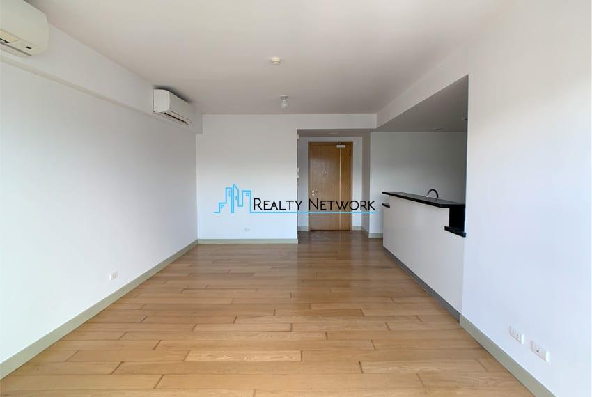 high-floor-2-bedroom-parkpoint-for-sale-entrance