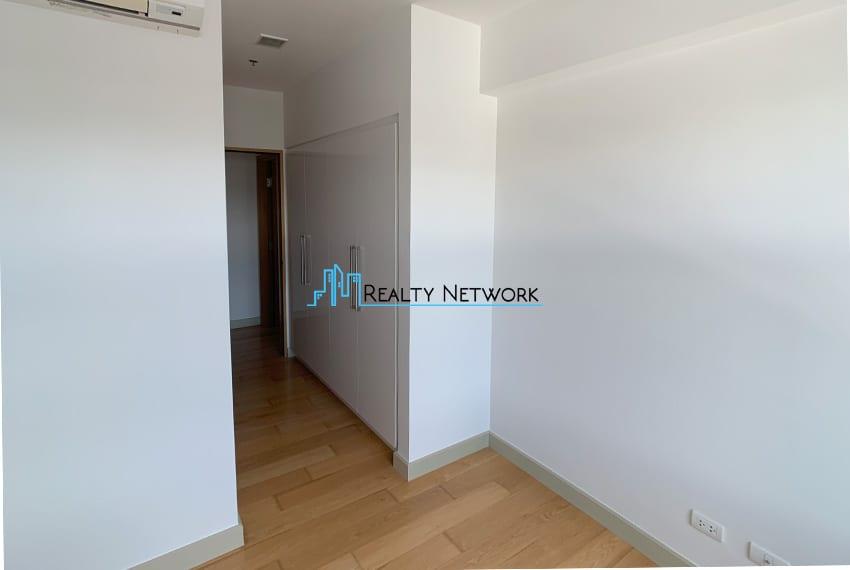high-floor-2-bedroom-parkpoint-for-sale-hallway-wardrobe