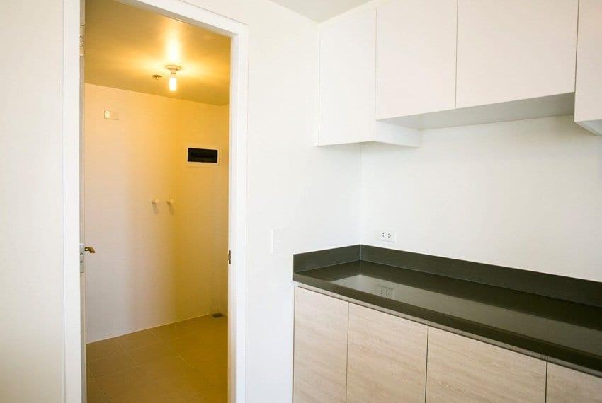 resale-3-bedroom-in-mandani-bay-suites-corner-unit-kitchen