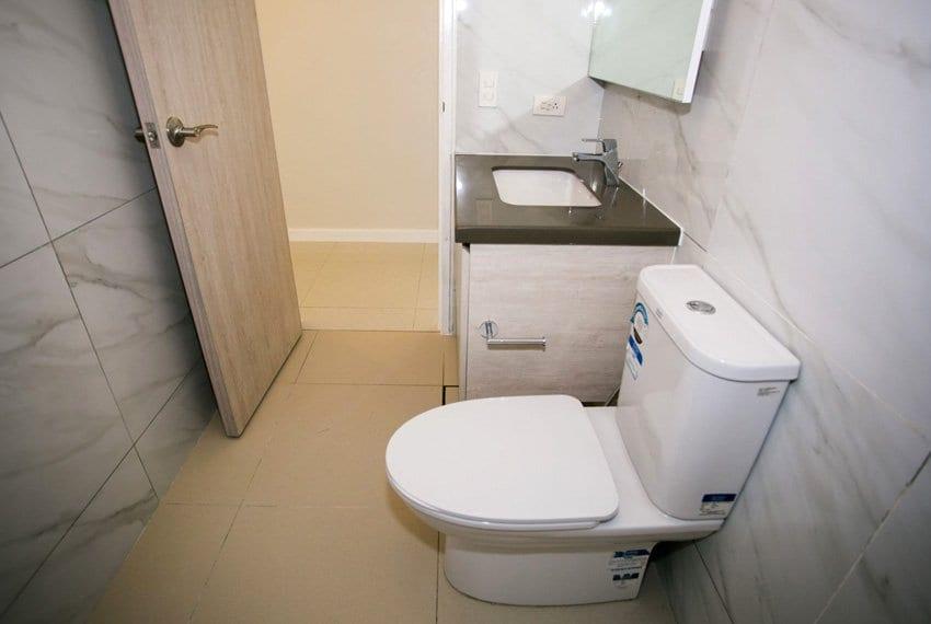 resale-3-bedroom-in-mandani-bay-suites-corner-unit-toilet