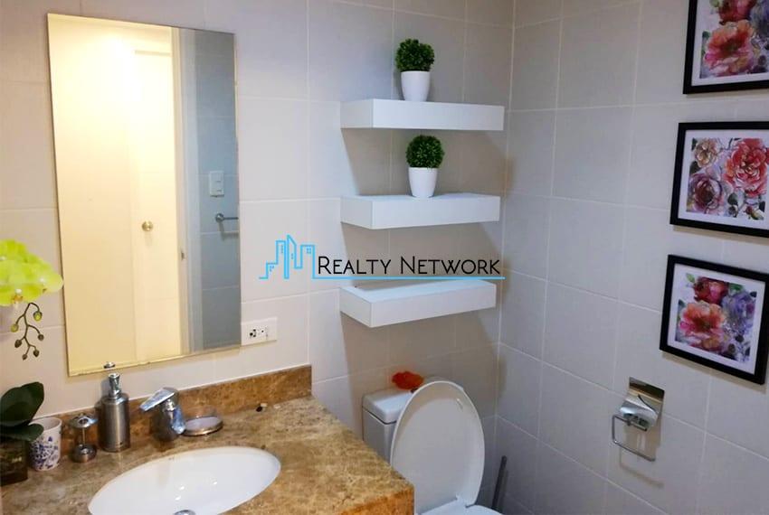 2-bedroom-for-rent-in-marco-polo-cebu-bathroom-cebu