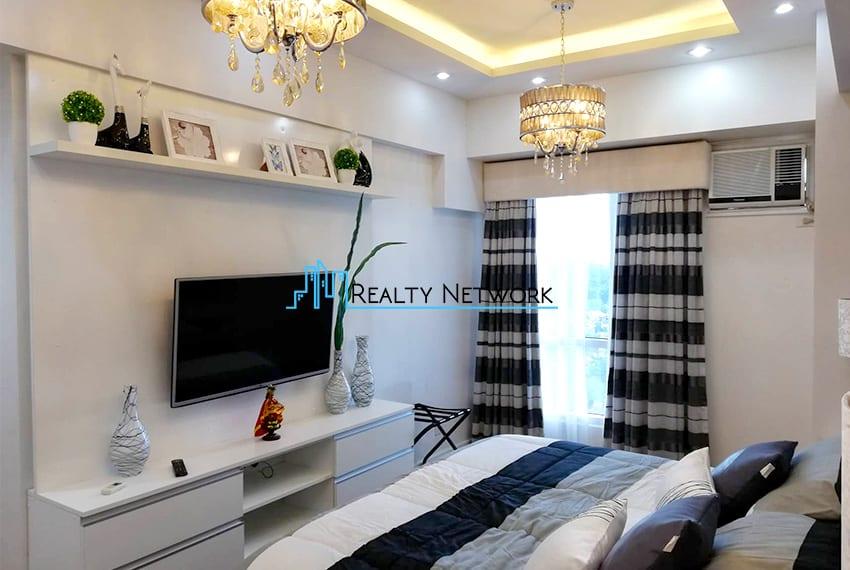 2-bedroom-for-rent-in-marco-polo-cebu-bedroom-tv-view-cebu