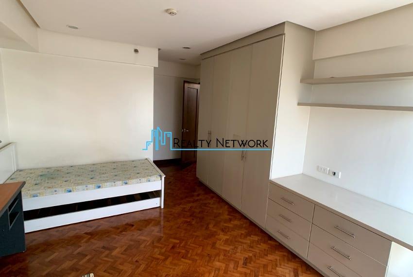 3-bedroom-in-park-tower-2-cebu-business-park-2nd-bedroom-closet
