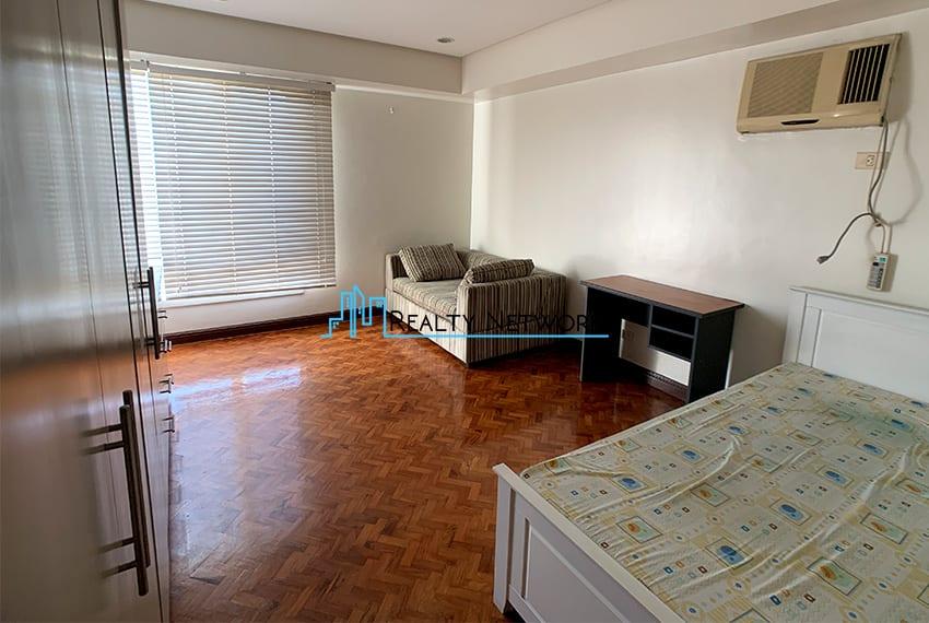 3-bedroom-in-park-tower-2-cebu-business-park-2nd-room