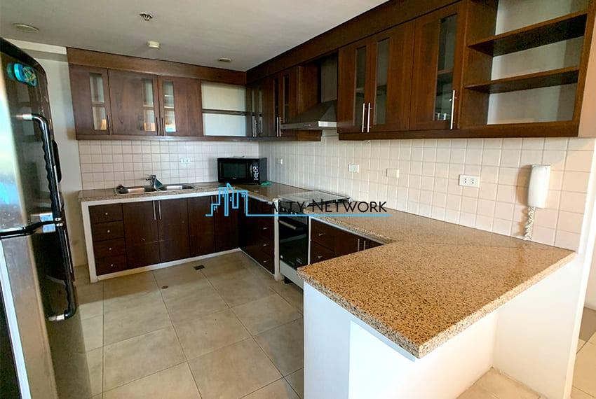 3-bedroom-in-park-tower-2-cebu-business-park-c-kitchen
