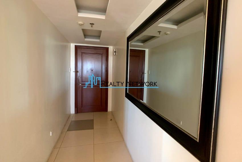 3-bedroom-in-park-tower-2-cebu-business-park-door