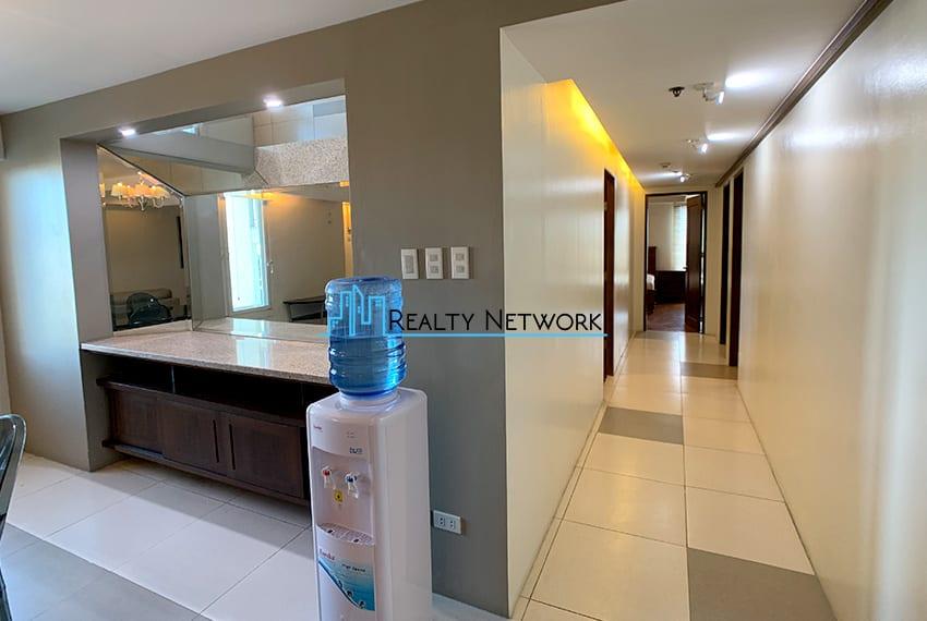 3-bedroom-in-park-tower-2-cebu-business-park-hallway